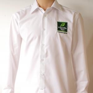 Chemise avec logo brodé